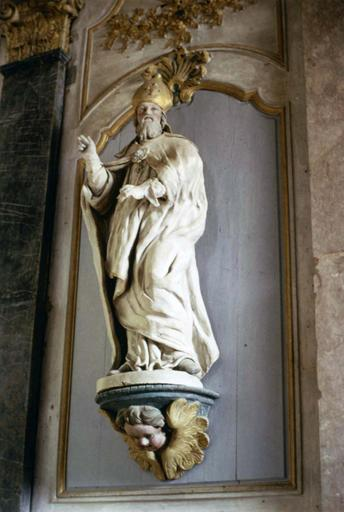 2 statues : Saint Germain, Saint Pierre