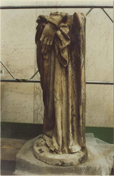 Statue: sainte Catherine (?), vue partielle