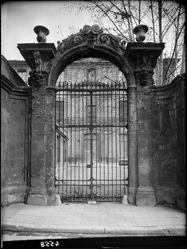 Hôtel de Réauville ou de la Tour d'Aigues ou de Caumont