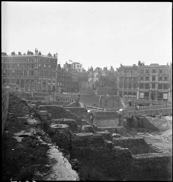 Ruines et immeubles