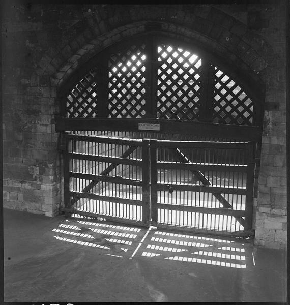 Porte en bois ajouré