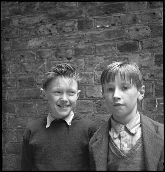 Portrait de deux garçons
