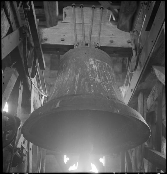 La cloche vue depuis l'intérieur du campanile