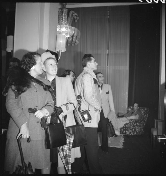 Le public à l'exposition «Le nu vu par les XV»