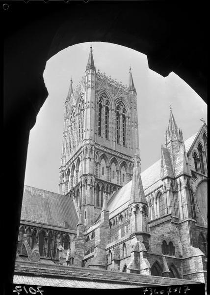 «Tour centrale et transept nord-est»