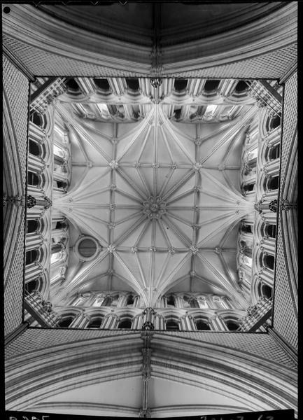 Détail de la voûte : croisée d'ogive de la tour centrale