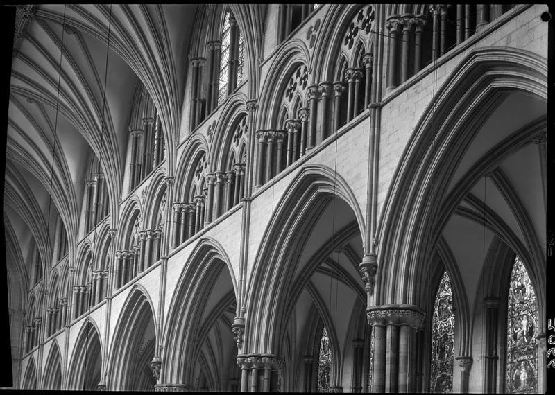 Vue sur le triforium dans la grande nef