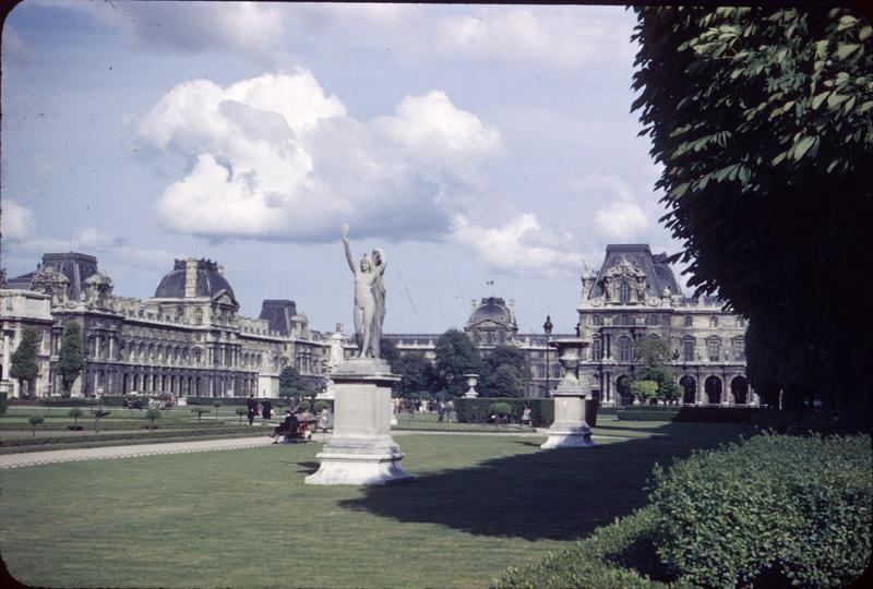 Ensemble du jardin et des bâtiments, statue
