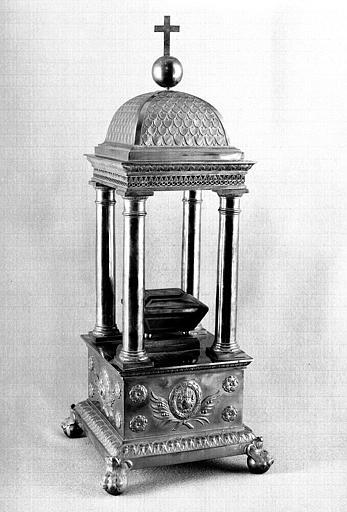 Reliquaire en forme de temple en argent