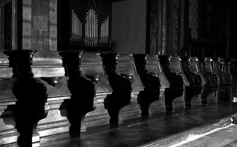 Choeur, stalles en bois sculpté