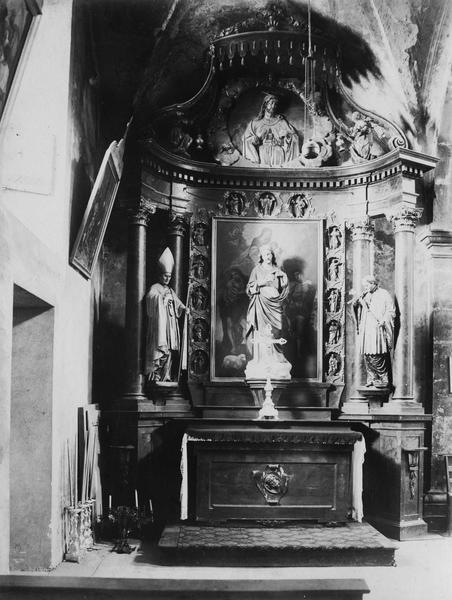 Autel, retable de saint Antoine-de-Padoue, tableau : Vierge sur une nuée entourée d'anges saint Antoine et saint Sébastien, vue générale