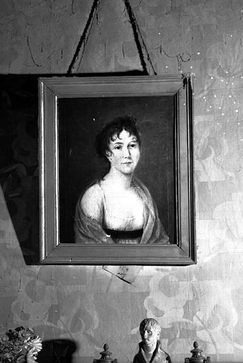 Peinture à l'huile sur toile : Constance Lefèvre de Ladonchamp née en 1794, soeur de madame Charles de Vellecour, épouse en 1819 Hubelin de Villers, garde du corps (maison des Lierres, chambre de monsieur de Roig)
