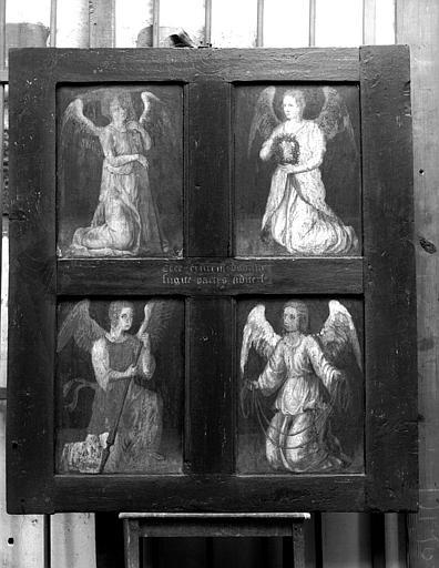 Quatre anges portant les instruments de la Passion, panneau peint au dos de Jésus chez Pilate