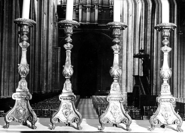 5 chandeliers du maître-autel