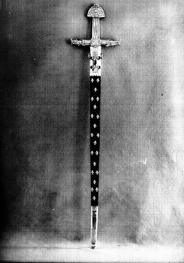 Epée de l'enterrement de Louis XVIII (avers)