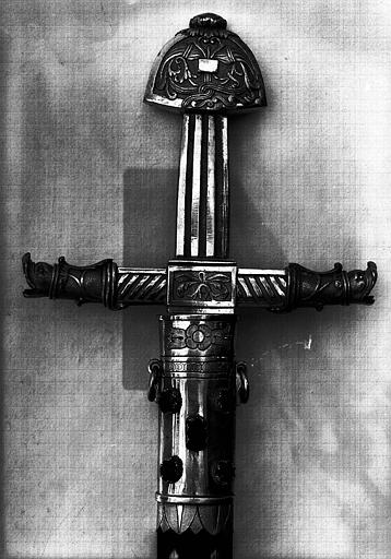 Epée de l'enterrement de Louis XVIII, détail de la poignée (avers)