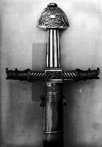 Epée de l'enterrement de Louis XVIII, détail de la poignée (revers)