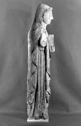 Statue en bois polychrome, profil