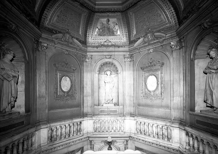 Trois statues : Dante, Virgile, Pétrarque, escalier du vestibule d'entrée, partie supérieure