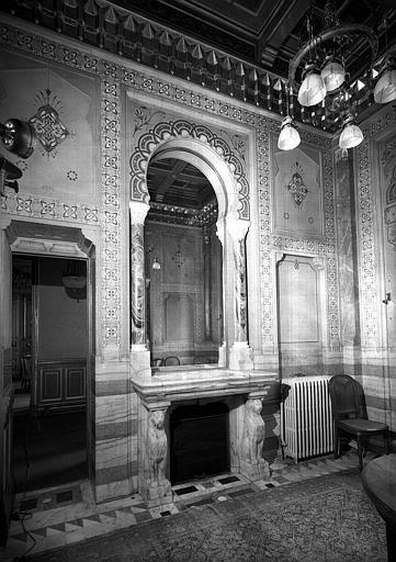 Salle de bain, décor en onyx