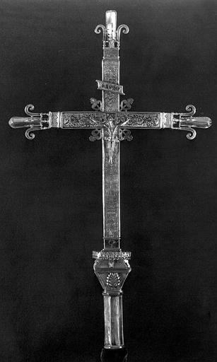 Croix processionnelle en argent estampé et gravé, face