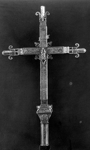 Croix processionnelle en argent estampé et gravé, dos