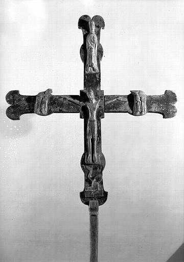Croix processionnelle en bois, ensemble