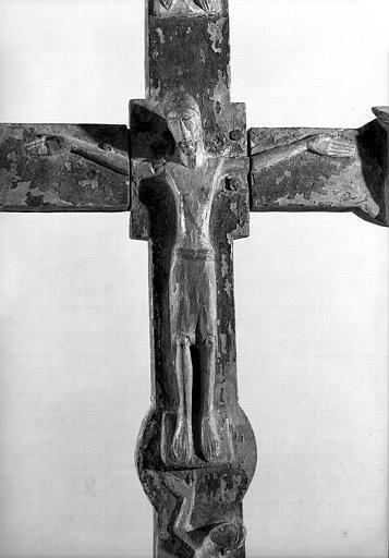 Croix processionnelle en bois, détail : Le Christ