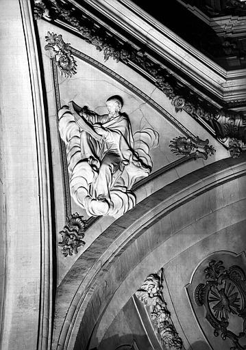 Coupole, bas-relief du pendentif : Saint-Luc
