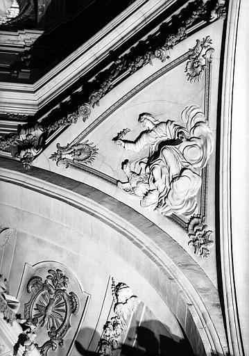 Coupole, bas-relief du pendentif : Saint-Jean