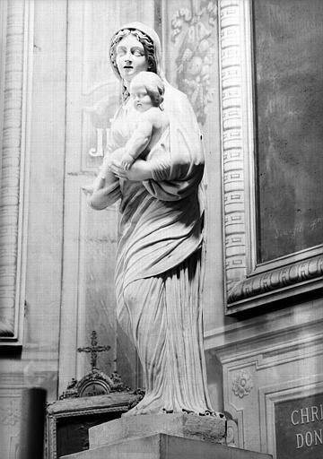 Statue en marbre : Vierge à l'Enfant, chapelle