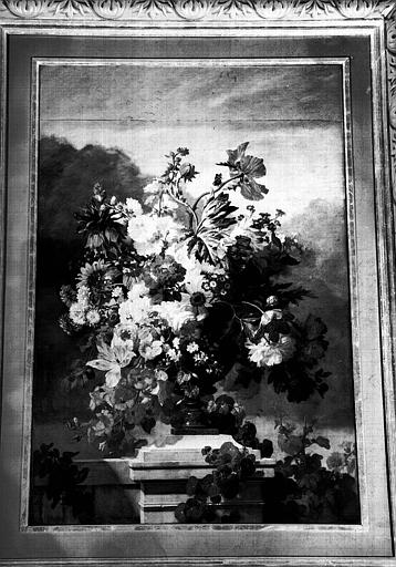 Fleurs, peinture sur toile de la salle de la Conservation, cheminée