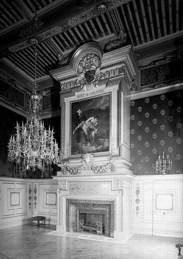 Salon Louis XIII, cheminée avec peinture sur toile : La mort de Chilpéric