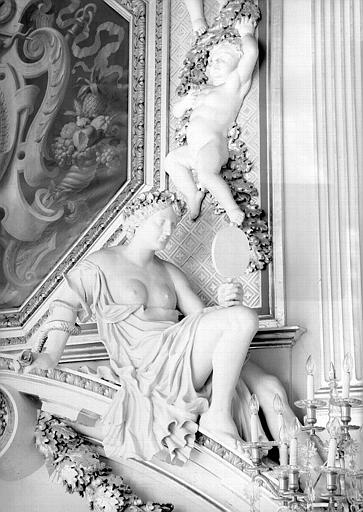 Détail de la cheminée de la salle du Consulat, statue : La Vérité