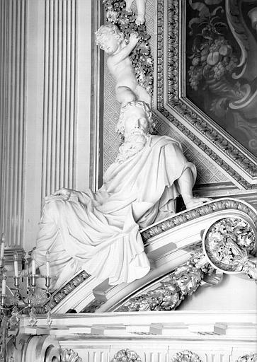 Détail de la cheminée de la salle du Consulat, statue : La philosophie
