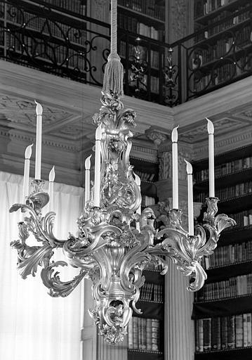 Lustre en bronze doré exécuté pour Madame de Pompadour, salle de lecture