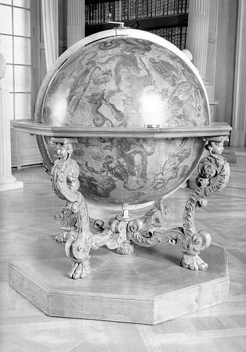Globe céleste, salle de lecture