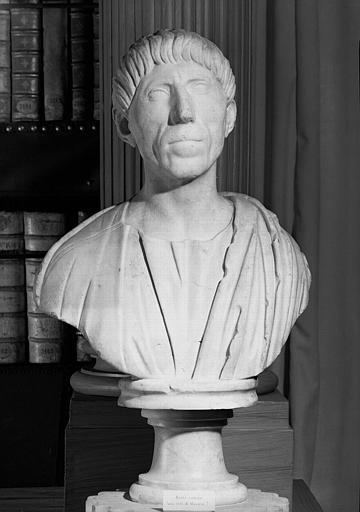 Buste en marbre antique, romain, provenant des collections du cardinal Mazarin, salle de lecture