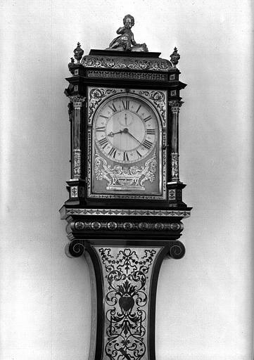 Pendule régulateur style Boulle d'époque Louis XIV : Détail du cadran, bureau du conservateur