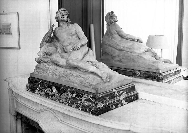 Statuette en terre cuite d'Arion, bureau du conservateur