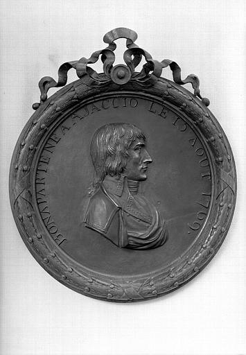 Médaillon en bronze : Bonaparte né à Ajaccio le 15 août 1769, bureau du conservateur