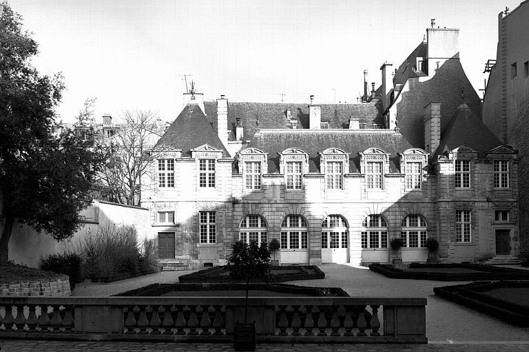 Le Petit Sully, Orangerie, façade sur le jardin