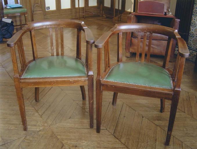 Bureau du Général de Gaulle : deux fauteuils de visiteurs