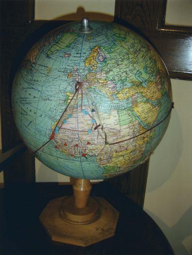 Bureau du Général de Gaulle : petit globe terrestre
