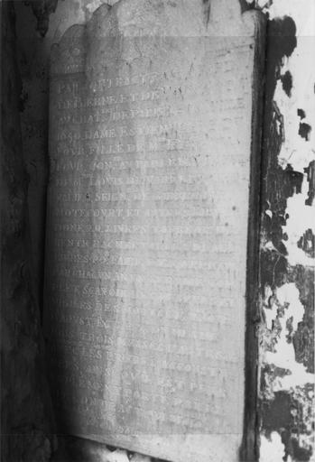 Plaque commémorative (épitaphe de fondation par Estiennette du Four)