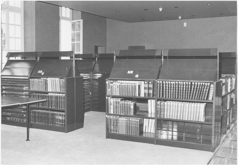 Salle de lecture, vue partielle