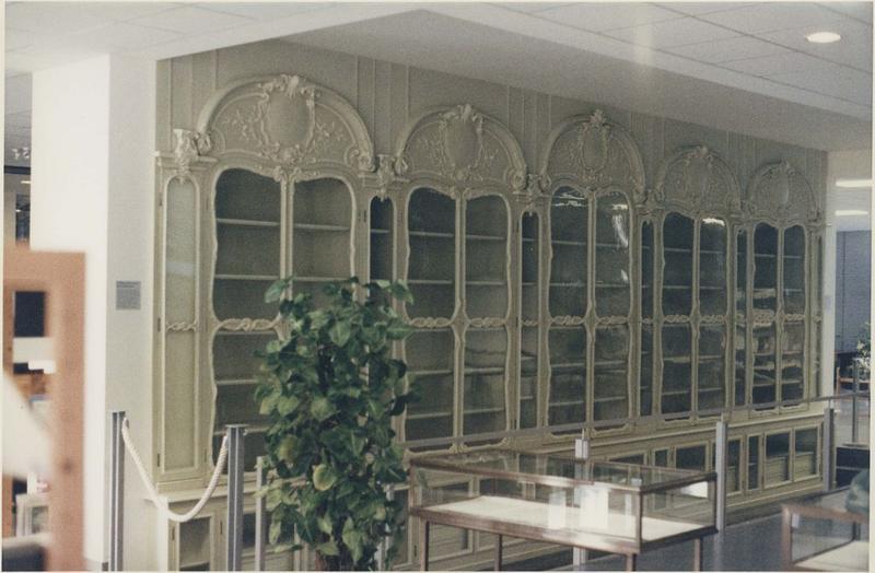Lambris de revêtement (boiseries) de l'ancien cabinet d'histoire naturelle du Jardin du Roi dit cabinet de Buffon (provenant du cabinet de Bonnier de la Mosson à l'hôtel du Lude, rue Saint-Dominique), vue partielle
