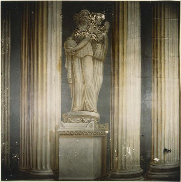 peinture monumentale : perspective d'un temple avec colonnes et frises, vue partielle