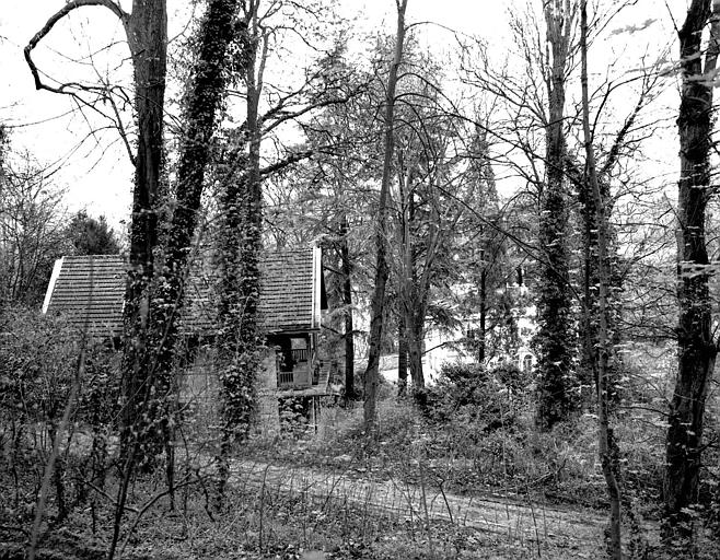 Vue d'ensemble et du jardin, au fond la maison Viardot