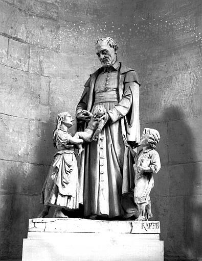 Groupe sculpté : Saint Vincent de Paul, 1828-1895, bas-côté sud